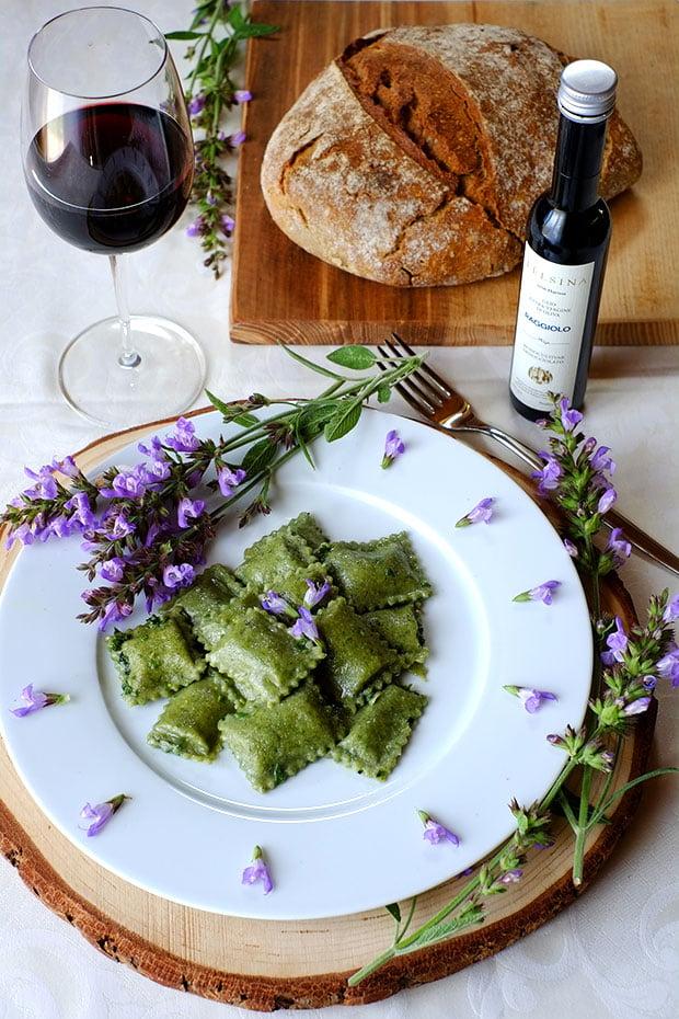 Ravioli verdi con ortica e patate 1