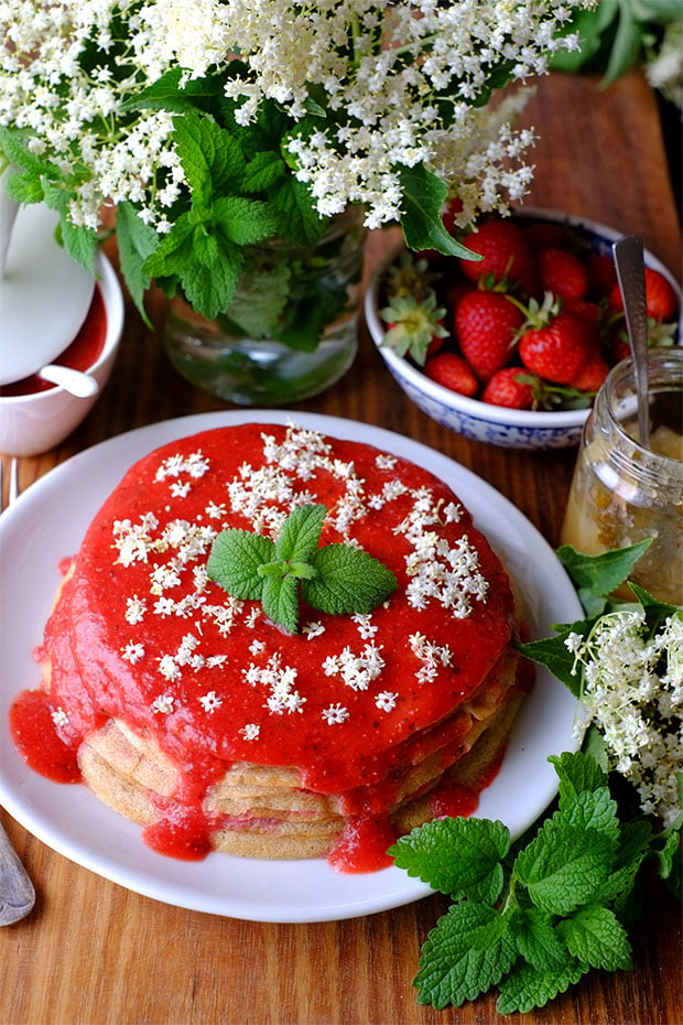 Torta di crepes con salsa di fragole alla melissa e sambuco - 5 anni di GranoSalis! 1