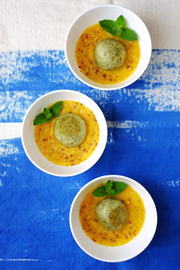 Polpettine di quinoa italiana e fagioli freschi ai semi di cardo su salsa di peperoni arrosto al pepe di Sichuan 1