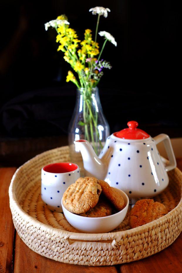 Biscotti alla farina d'avena con mele e uvetta 1