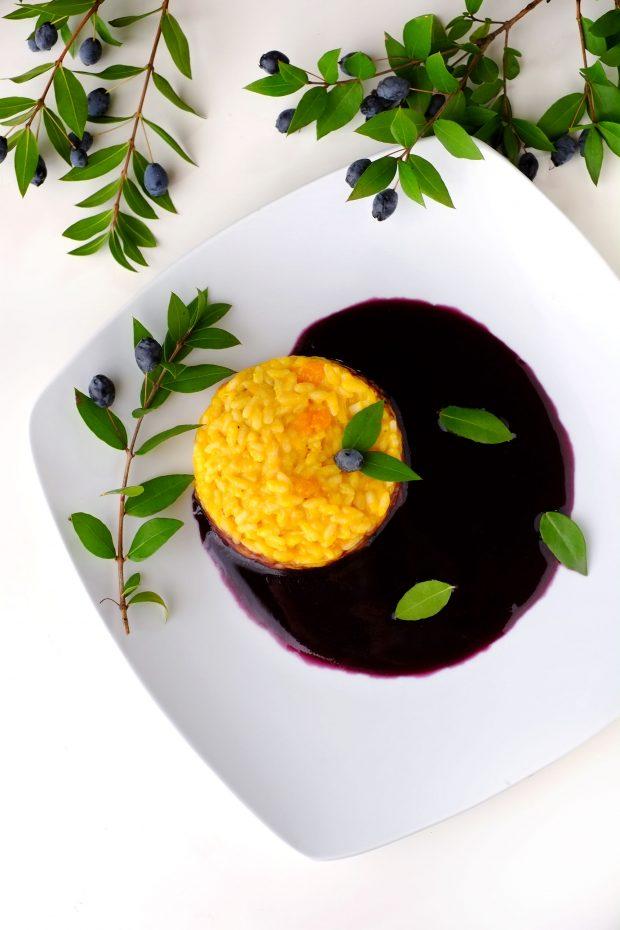 Risotto alla zucca su salsa di bacche di mirto 1