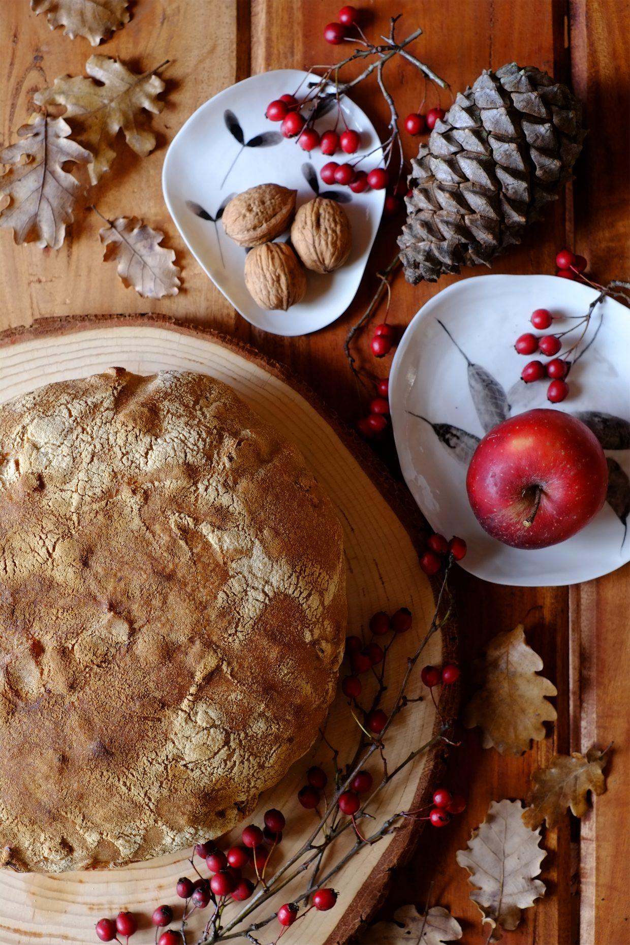 Pane semintegrale con mele e noci, nel silenzio di Gennaio 12