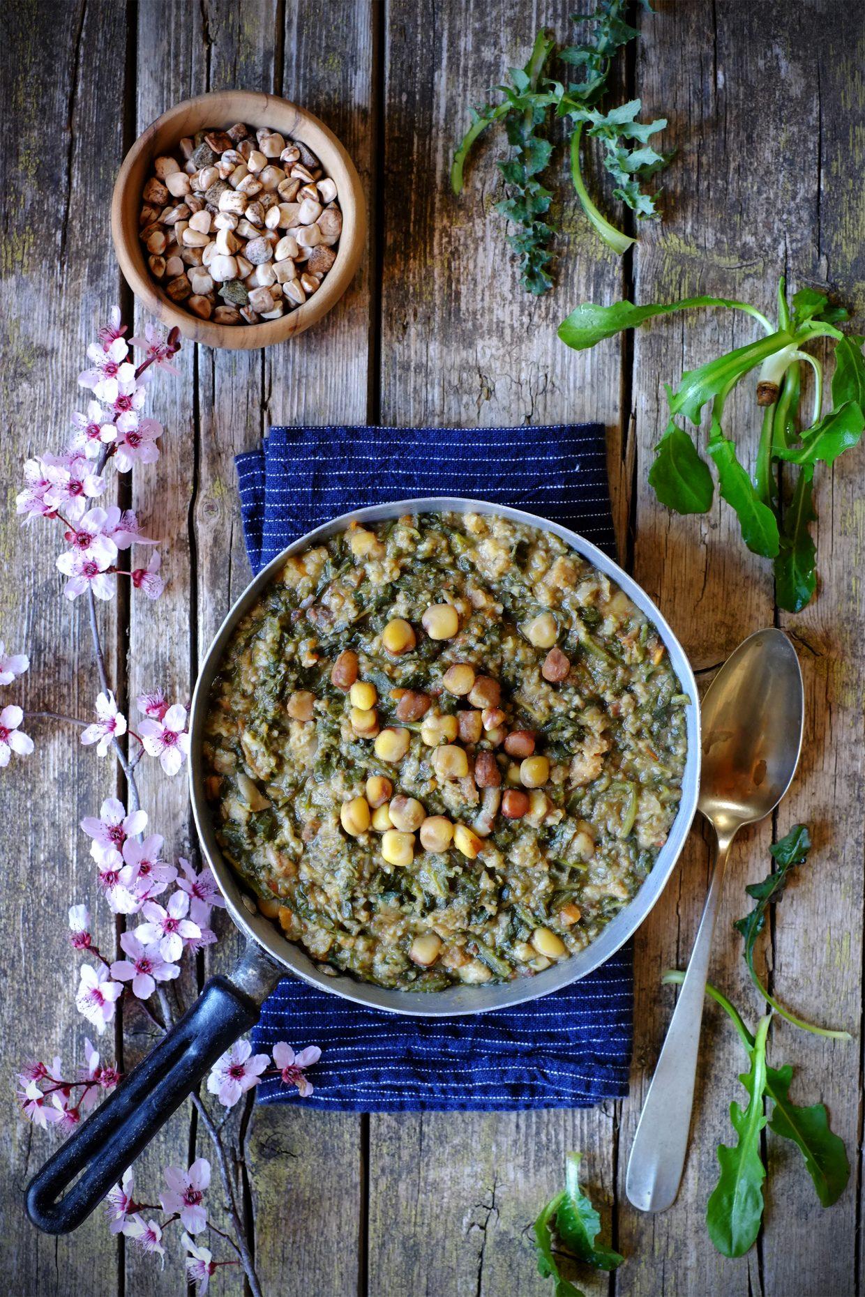Ribollita d'erbe spontanee e cicerchie - Benvenuta primavera! 1