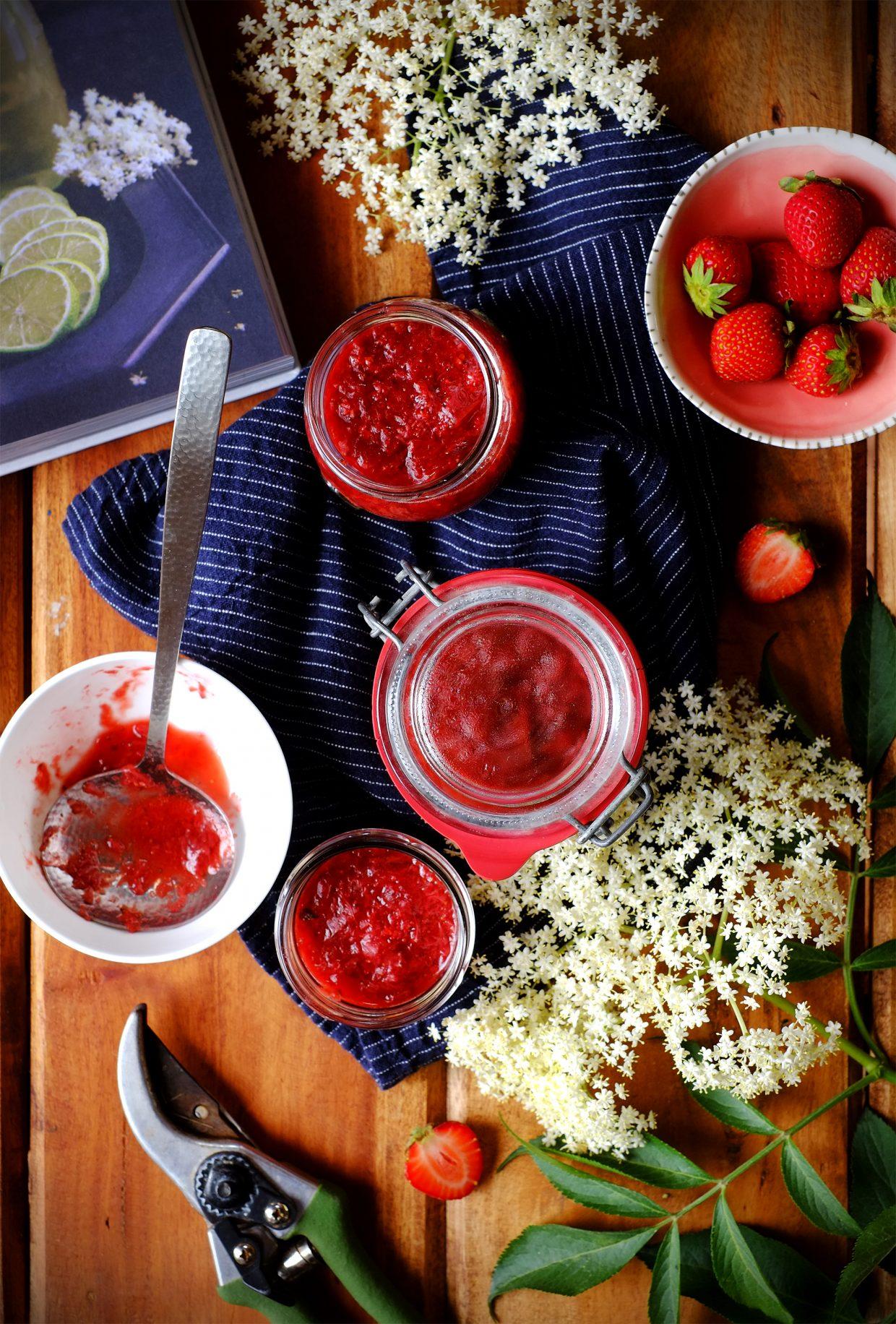 Conserva di fragole e fiori di sambuco 7