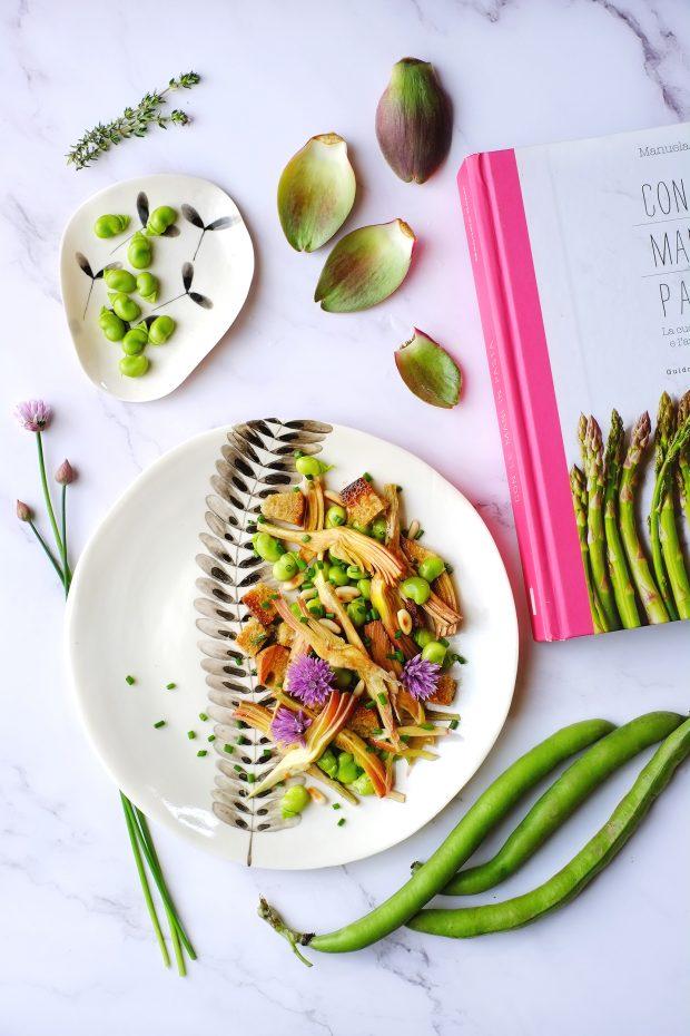 Insalata di carciofi marinati e fave, con fiori di erba cipollina 1