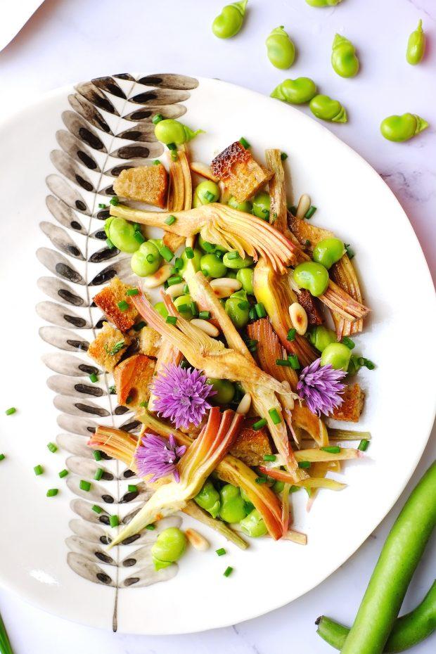 Insalata di carciofi marinati e fave, con fiori di erba cipollina 3