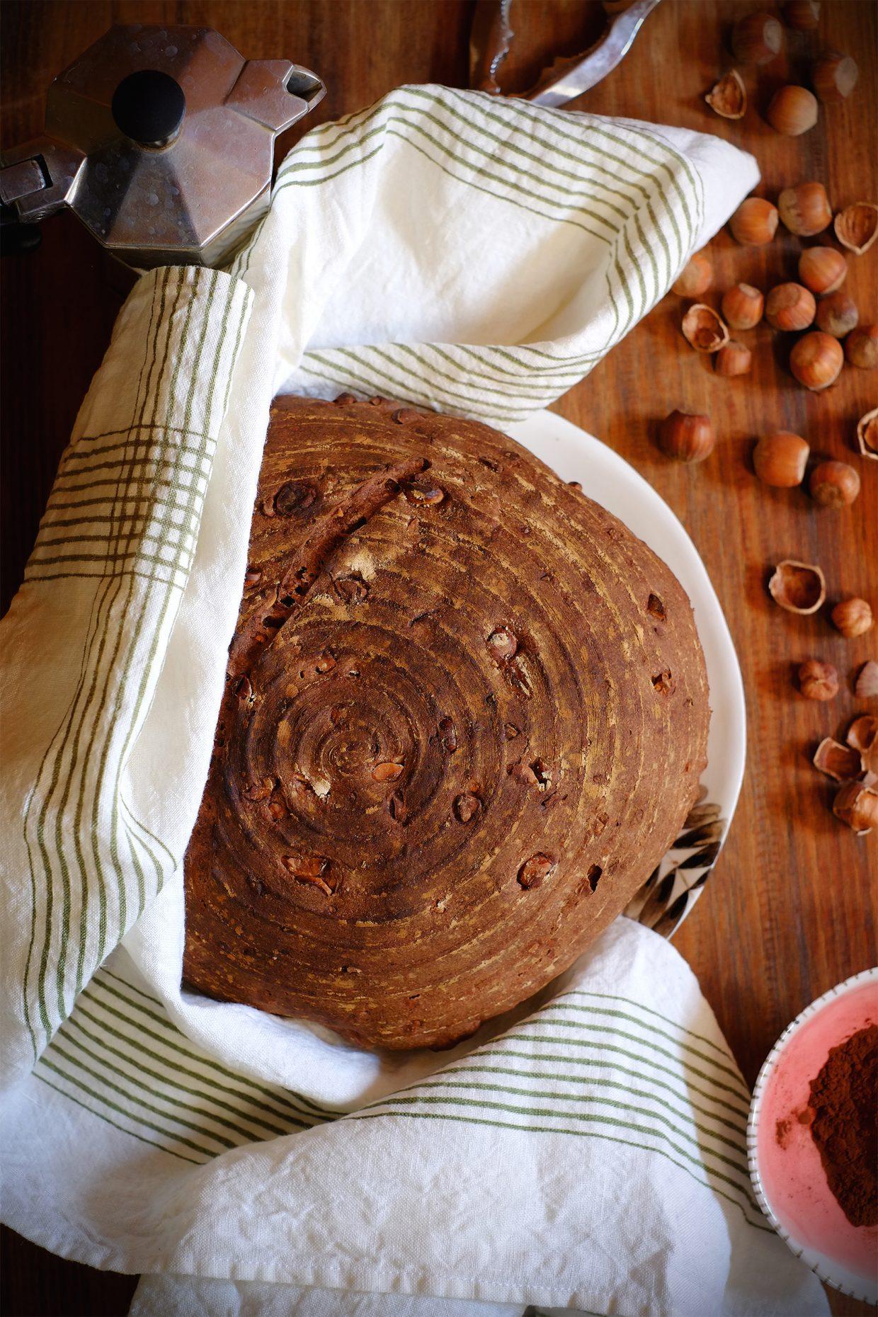 Pane semintegrale al cacao e nocciole, a lievitazione naturale 1